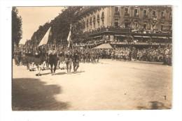 Carte Photo : Paris - Fête De La Victoire ( ? ) Militaires Défilant - - Foule - Blessés - Café Restaurant D'angle - Guerre 1914-18
