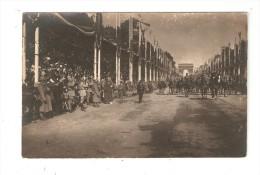 Carte Photo : Paris - Fête De La Victoire ( ? ) Cavaliers Défilant -Tribunes - Foule - Arc De Triomphe - Guerre 1914-18