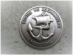 ANCIEN INSIGNE MEDAILLE COIN ESTAMPEE 30 MM MARINE ROCHAMBEAU / CHERBOURG 50 ETAT EXCELLENT