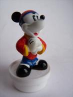 figurine MICKEY en costume CHINOIS  - CAPUCHON DE BONBONS SMARTIES 1995-96