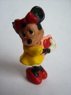 "Figurine "" Mickey "" Minnie Avec Un Coeur  Walt Disney - Disney"
