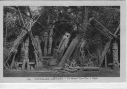 Nouvelles-Hébrides.. Vanuatu..Ouala..animée.. Un Grand Tam-Tam..statues Océanie - Vanuatu