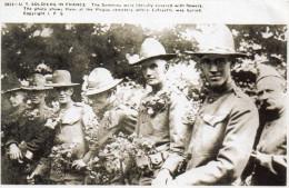 1934 US SOLDIERS IN FRANCE Recevant Des Fleurs Au Cimetière De Picpus Où Lafayette Est Enterré  (32..56) - Cimetières Militaires