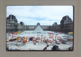 Photographie Diapositive Du Photographe Laurent WIAME Student Of Gene Fenn - La Pyramide Du Louvres Paris En 1988 - Albums & Collections