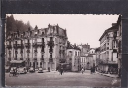 88 -  CPSM  De  PLOMBIERES  Les  BAINS  -  Voitures  Anciennes  Sur  La  Place - Plombieres Les Bains