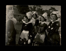 29 - PHOTO De Costumes Du Finistère - EPREUVE De L´Editeur GABY - Photo Prise à DOUËLAN - Coiffes - Lieux