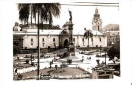 POSTAL DE ECUADOR DE QUITO DE LA CATEDRAL Y EL PARQUE DE LA INDEPENDENCIA (GEVAERT) - Ecuador