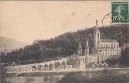 65 - LOURDES - La Grotte Et La Basilique. - Lourdes