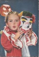 Petite Fille Avec Masque De Clown Et Citrouille Halloween - Halloween