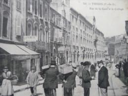 CPA Thiers. Rue De La Gare Et Le Collège. Magasin Coutellerie, Imprimerie,;;;Animée - Thiers