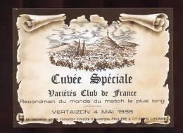 Etiquette De Vin - Cuvée Spéciale Variétés Club De France Recordman Du Monde Du Match Le  Plus Long  Vertaizon - Foot - Soccer