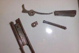 Pieces De 1911 De Fouille - Decorative Weapons