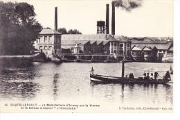 CHATELLERAULT La Manufacture D'arme Sur La Vienne Et Le Bateau à Vapeur L'Hirondelle - Chatellerault