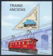 Mtw152 TRANSPORT TREINEN TRAIN ZUG LOKOMOTIEVEN LOCOMOTIVES CAMBODGE CAMBODJA 1998 PF/MNH - Treinen