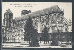 - CPA 18 - Bourges, La Cathédrale Prise Du Jardin De L'hôtel De Ville - Bourges
