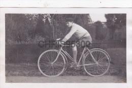 PHOTO - UN CYCLISTE - CYCLISME - VELO - Ciclismo