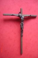 Christ Bronze Signé Hartmann France Début XX ème Sur Croix Laiton .H Totale 14 L:11 .Christ 7X6,5 Cms - Religión & Esoterismo