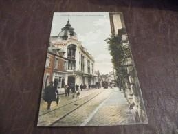A106..CPA...18...CHER...BOURGES..Rue Moyenne.Les Nouvelles Galeries.....rare Beau Plan Animé..écrite & Voyagée 1914 - Bourges