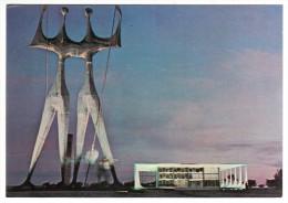 """Brésil - Brasilia - Palacio Do Planalto E Monumento """"os Guerreiros"""" - Brasilia"""