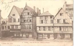 Dépt 51 - REIMS - Place Des Marchés - Maisons Gothiques - (marchand De Vins, Restaurant Léon KESSLER, Coiffeur TRITANT) - Reims