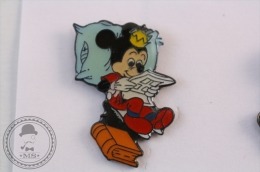 Walt Disney Mickey Mouse Reading - Pin Badge - #PLS - Disney
