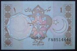 Pakistan 1 Rupee Banknote - Star & Moon  UNC - Pakistan