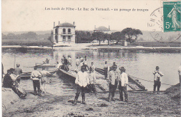 23525 Les Bords De L' Oise - Le Bac De Verneuil Un Passage De Troupes  -ed Vandenhove -soldat Bain Barque Pont