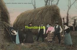 CPA SCENES DE VIE  ET TYPES COSTUMES ** LA MAIN CHAUDE MAIS LE COEUR FROID - Folklore