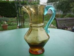 PICHET OU BROC EN VERRE GEORGE SAND BLEU ET JAUNE ANCIEN RARE MODELE - Glass & Crystal