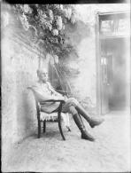 Plaques De Verre Négative 9x12 - Guerre Septembre 1918 - Officier Assis Dans Un Jardin - Plaques De Verre