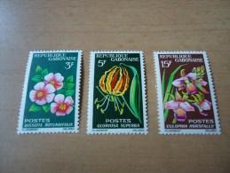 Gabun: 3 Werte Blumenmotive - Gabun (1960-...)
