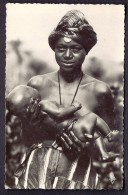 CPA-PHOTO- AFRIQUE- TCHAD- FEMME FOULB� TENANT SON ENFANT- TRES GROS PLAN-