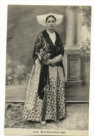 MARANS. - LA MARANDAISE. Jeune Femme En Tenue Habillée. Carte Rare - France