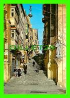 VALLETTA, MALTA - A TYPICAL STREET - JOSEPH CALLEJA - ROBERTS - - Malte