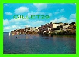 SLIEMA CREEK, MALTA - SAILING BOATS RACING PAST VALLETTA'S OLD FORTIFICATIONS - - Malte