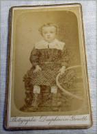 PHOTO GRENOBLE  ENFANT AVEC CERCEAU1890-1904 N 4 - Persone Anonimi