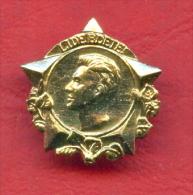 F2152 / LIDE BDETE - JULIUS FUCHIK - CZECH COMMUNIST  -  Czechoslovakia Tchecoslovaquie - Badge Pin - Personaggi Celebri