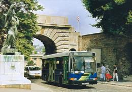 BUS AUTOBUS IKARUS 405 BKV BECSI KAPU SQUARE BUDAI VAR CASTLE BUDAPEST STATUE SCULPTURE ADIDAS * Top Card 0638 * Hungary - Bus & Autocars