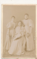 VILLENEUVE SUR LOT 47 -  Trois Femmes Au Bouquet - Photo  Contrecollée Sur Carton Fort