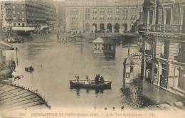 PARIS  INONDATIONS 1910  A LA GARE SAINT LAZARE - De Overstroming Van 1910
