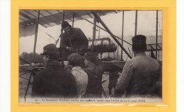 TRANSPORTS/AVIATION/AVIAT EURS/GRANDES MANOEUVRES DE PICARDIE/Le Lieutenant Maillefer Vérifie Son Appareil Ayant Etc... - Aviatori