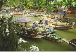 THAILAND - POSTCARD FLOATING MARKET IN RUSH HOURS AT DAMNERNSADUAK IN RAJBURI PROVINCE - NEW  POS3963 PHORNTHIP PHATANA - Thailand
