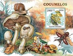GUINEA BISSAU 2011 - Mushrooms, Insects, Snail S/S Official Issue - Insecten