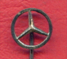 F2192 / Mercedes-Benz - German Automobile Manufacturer  - Germany Deutschland Allemagne Germania - Badge Pin - Mercedes