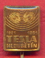 F2196 / 1921 - 1981 - TESLA HLOUBETIN - Radio In Passage - Czechoslovakia Tchecoslovaquie Tschechoslowakei -  Badge Pin - Medias