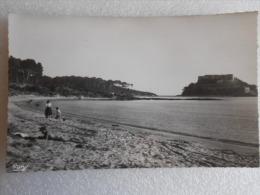 CP 83 LA LONDE LES MAURES - La Plage De Cabasson - Le Fort De Brégançon  Vers 1960  N:25 - La Londe Les Maures