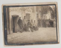 Ancienne Photo Photographie Groupe De Poilus, Prisonniers ? Guerre Des Balkans ? Hôpital ? Militaire WW1 - War, Military