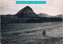 """Le Mont Gerbier Des Joncs """"1551m."""" Et Le Mont Mézenc """"1754 M."""" - PAYSAGES DU VIVARAIS - 2 Personnages - Circulée 1947, 2 - Francia"""