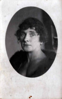 Junge Frau Mit Pelz, Alte Privat-Fotokarte 1900? - Frauen
