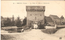 Druyes - France